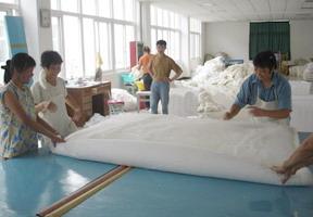 Производство шелковых одеял Алиса в Китае